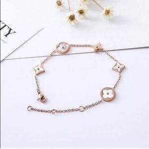 Jewelry - 18KT Gold Alhambra Clover Flower Pearl Bracelet